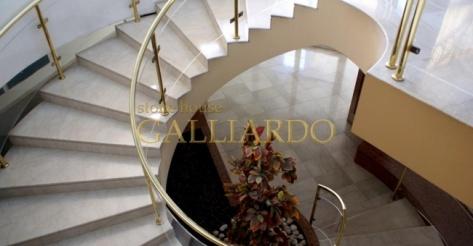 Мраморные лестницы Botticino Classico